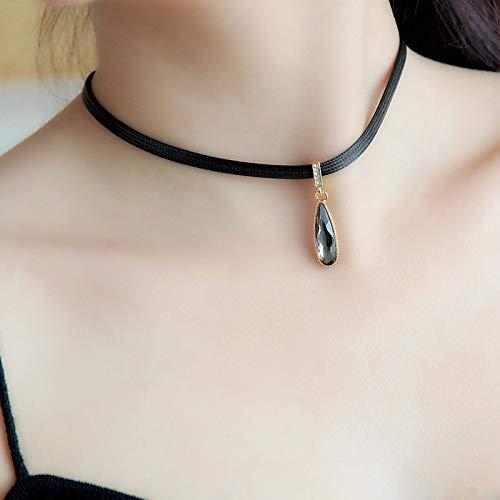 black-pendant-choker