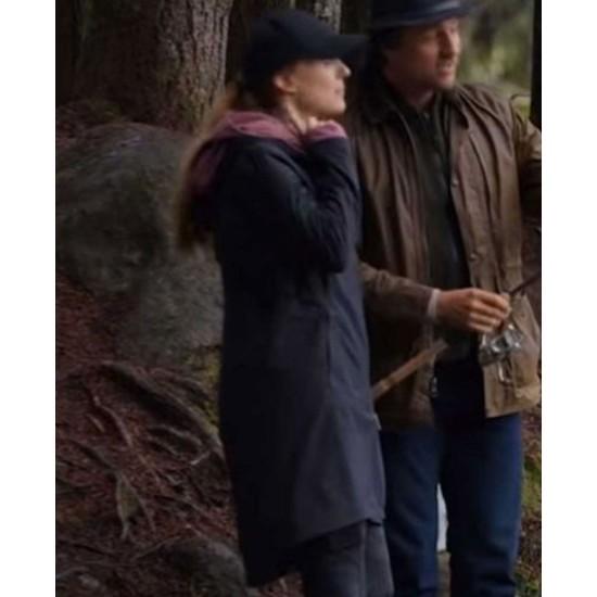Alexandra Breckenridge Virgin River S02 Hooded Coat