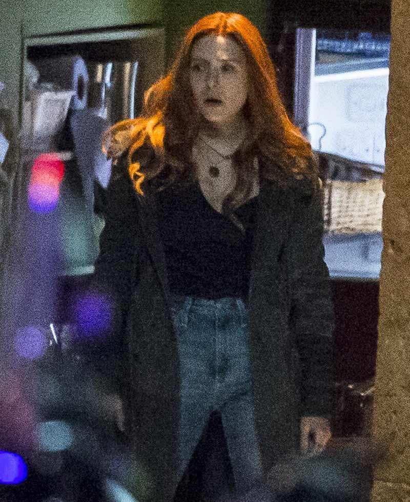 elizabeth olsen avengers infinity war wanda maximoff coat